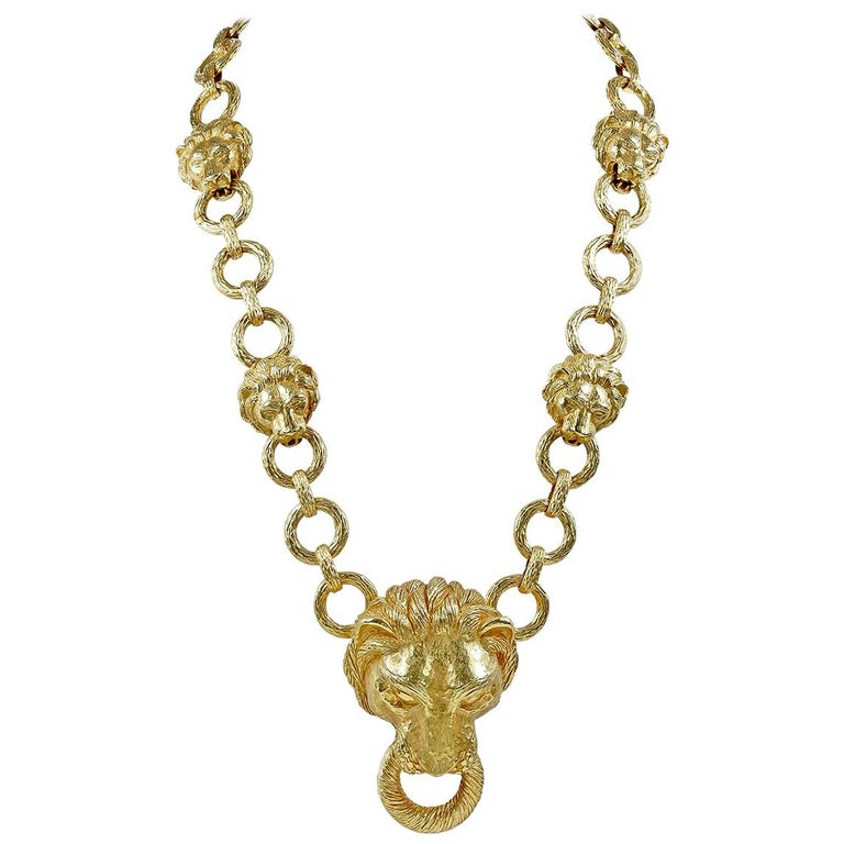 Iconic 1960s Large Van Cleef & Arpels Gold Lion Head Link Necklace For Sale