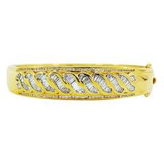 18 Karat Gold Diamond Bangle Bracelet, Round and Baguette Diamonds 2.48 Carat