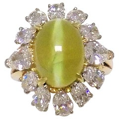 Cat's Eye Chrysoberyl and Diamond Ring in 18 Karat Yellow Gold