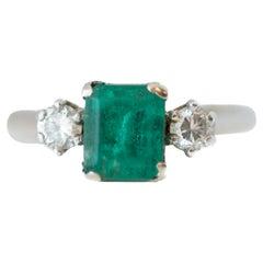 1950s 1 Carat Emerald and 0.20 Carat Diamond 14 Karat Gold Ring