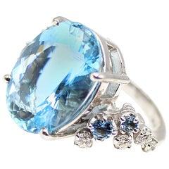 Elegant 9.65 Carat Oval Aquamarine Diamond Gold Ring