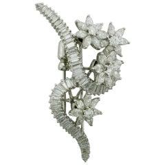 En Tremblant Platinum Diamond Brooch circa 1950s 6.40 Carat