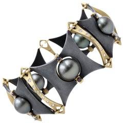 Robin Waynee, Rolling Pearl Bracelet, 2018