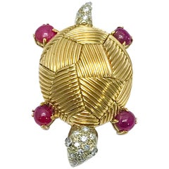 Van Cleef & Arpels Cabochon Ruby and Diamond Yellow Gold Turtle Brooch