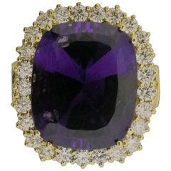 18 Karat Yellow Gold, Amethyst '16.12 Carat', Diamond '2.86 Carat' Ring