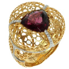 Rhodolite Garnet 8.22 Carat Diamonds 18 Karat Yellow Gold Ring