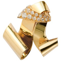 Retro Diamond Gold Scroll Brooch