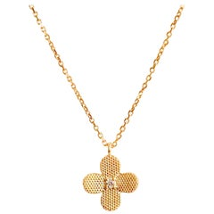 18 Karat Solid Yellow Gold Flower Pendant Chain Necklace