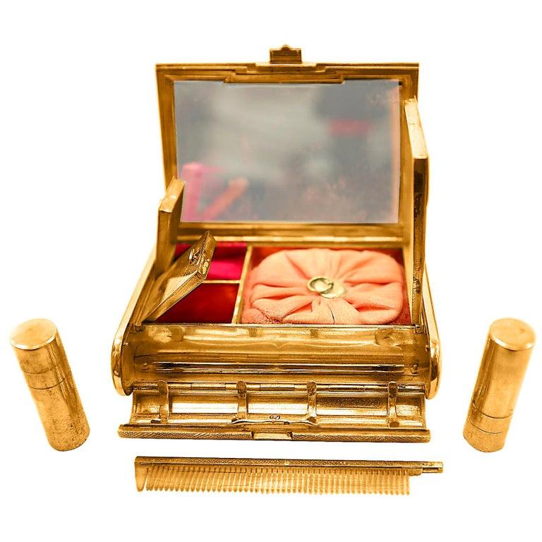 Cartier 18 Karat Yellow Gold Vanity Case 279 Grams, Art Deco, 279 Gm Gold For Sale