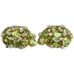 18 Karat Yellow Gold Pair of Earrings with Peridot and Diamonds