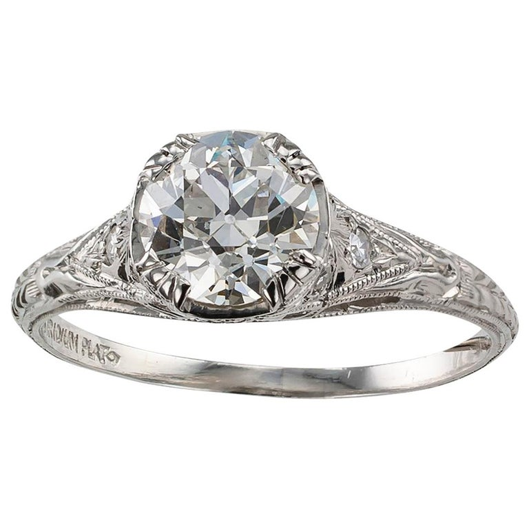 1.00 Carat Art Deco Diamond Solitaire Platinum Engagement Ring For Sale