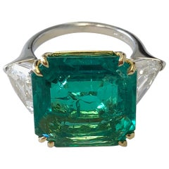 No Oil Colombian Emerald and Diamond Shield Ring in 18 Karat with GIA and AGL