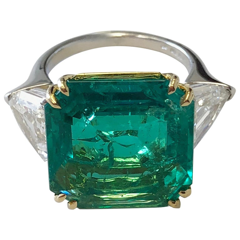 No Oil Colombian Emerald and Diamond Shield Ring in 18 Karat with GIA and AGL For Sale