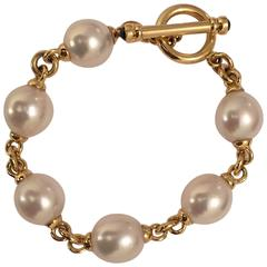 18kt Yellow Gold link and South Sea Pearl Bracelet finished with Toggle closure