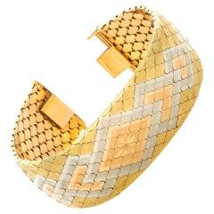 18 Karat Yellow Gold Iridium Accented Waved Diamond Shaped Link Bracelet