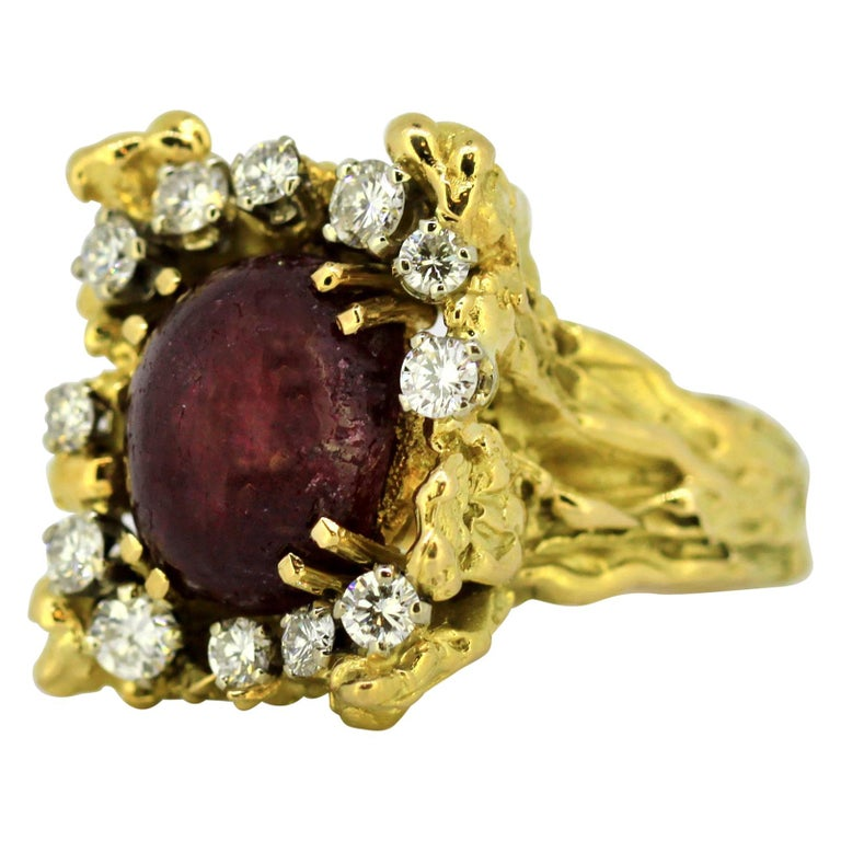 French 18 Karat Gold Ladies Ring with Natural Cabochon Ruby and Diamonds, 1940s For Sale