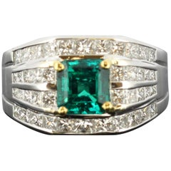 18 Karat White Gold Ring with Diamonds and Emerald