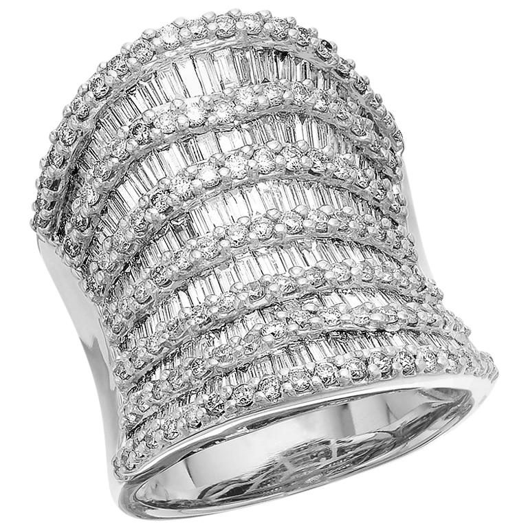 Round Brilliant & Baguette Cut Diamond 3.7 ct Heavy Solid Ring, 18 ct White Gold For Sale