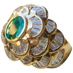Sophisticated Oval Emerald and 3 Carat Diamonds Yellow Gold Cocktail Dome Ring