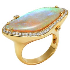 Giulians Contemporary 18k 9.27ct Australian White Opal Cocktail Ring