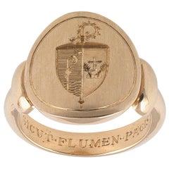 Gold Intaglio Signet Bischof-Ring