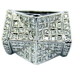Cathedral Ring in 18 Karat White Gold and Diamonds