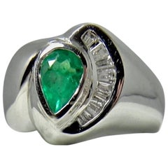 Colombian Emerald and Diamond Ring 18 Karat White Gold