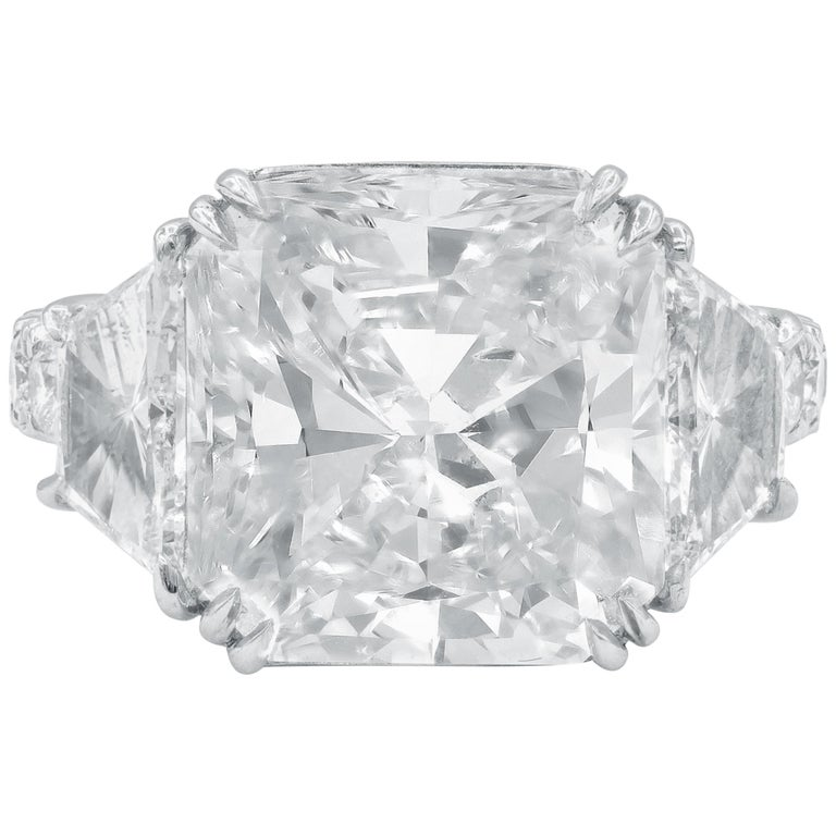 GIA Certified 10.08 Carat Radiant Cut Diamond Ring For Sale