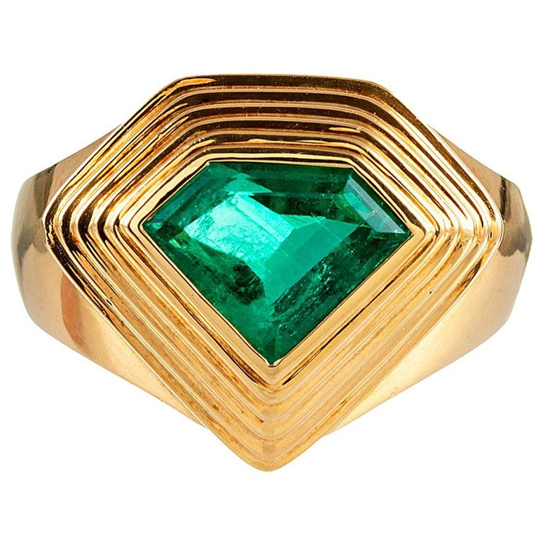 2.20 Carat Pentagon Emerald Gold Ring For Sale