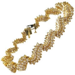 White Diamond Bracelet in 18 Karat Yellow Gold