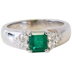 Princess Cut Emerald Centre Stone and Side Diamonds 18 Karat White Gold Ring
