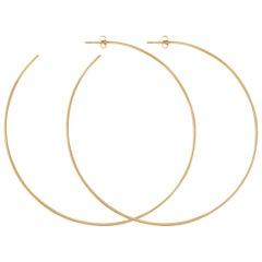 Extra große Reifen Ohrringe in Gelbgold von Allison Bryan
