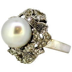 18 Karat White Gold Ladies Ring with South Sea Pearl and Diamonds