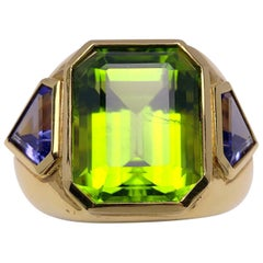 18 Karat Yellow Gold, 15.33 Carat Peridot and 1.87 Carat Tanzanite Ring