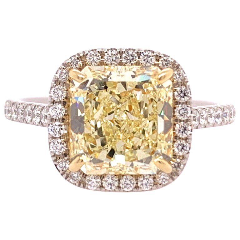 Platinum Canary Ring Radiant Cut 2.64 Carat GIA Natural Fancy Yellow Diamond For Sale