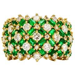 4,10 Karat 14 Karat Gelbgold Pave Diamant Smaragd Breiter Bandring