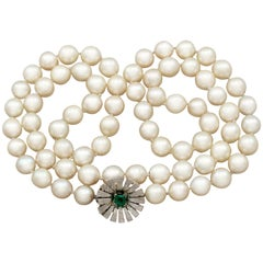1960s Single Strand Cultured Pearl and Emerald Clasp, White Gold Necklace