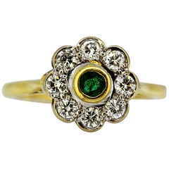 18 Karat Gold Ladies Ring with Natural Emerald and Diamonds