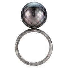 Sweet Pea 18k White Gold Hammered Band Ring With Faceted Black Tahitian Pearl