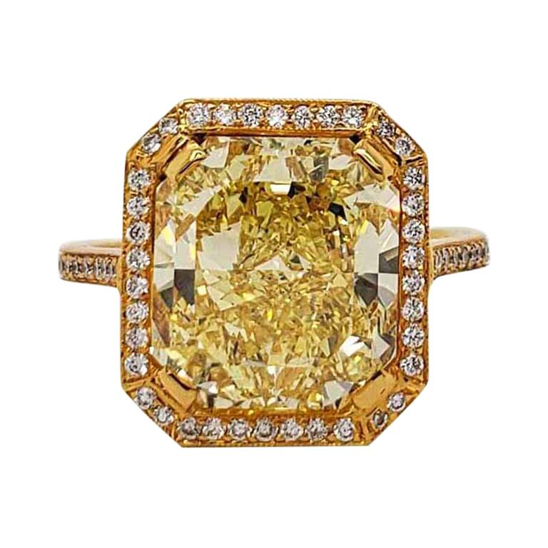 Scarselli 6.70 Carat Fancy Vivid Yellow Radiant Cut Diamond Ring VS2 GIA For Sale
