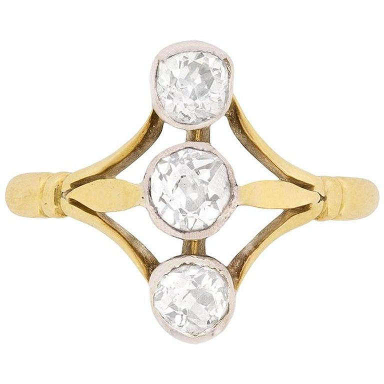 Victorian Diamond Vertical Three-Stone Diamond Ring, circa 1900s For Sale