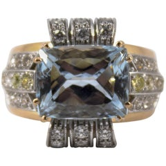 Art Deco 7.18 Carat Aquamarine 0.94 Carat Diamond Yellow Gold Cocktail Ring