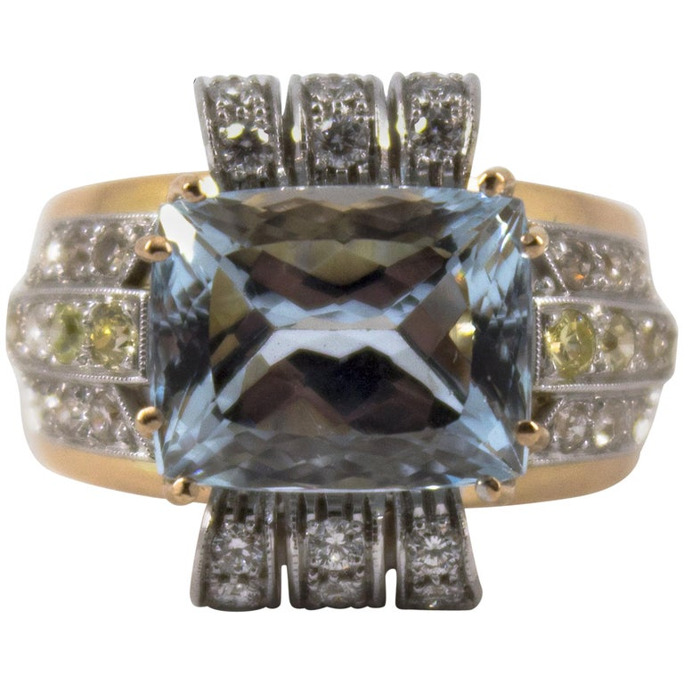Art Deco Style 7.18 Carat Aquamarine 0.94 Carat Diamond Yellow Gold Ring For Sale