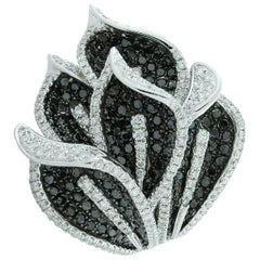 Black Diamond White Diamond Lily Flower Gold Cocktail Ring