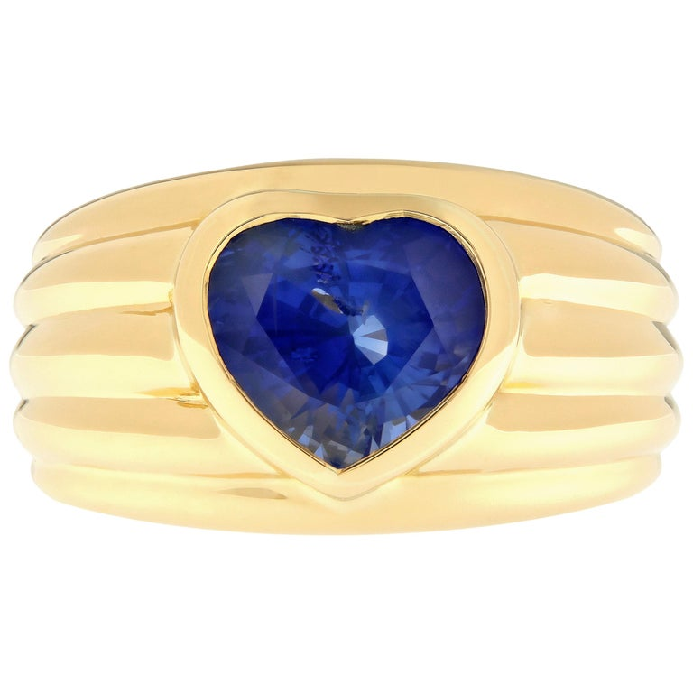 Heart Shaped Blue Sapphire 18 Karat Yellow Gold Band Ring For Sale