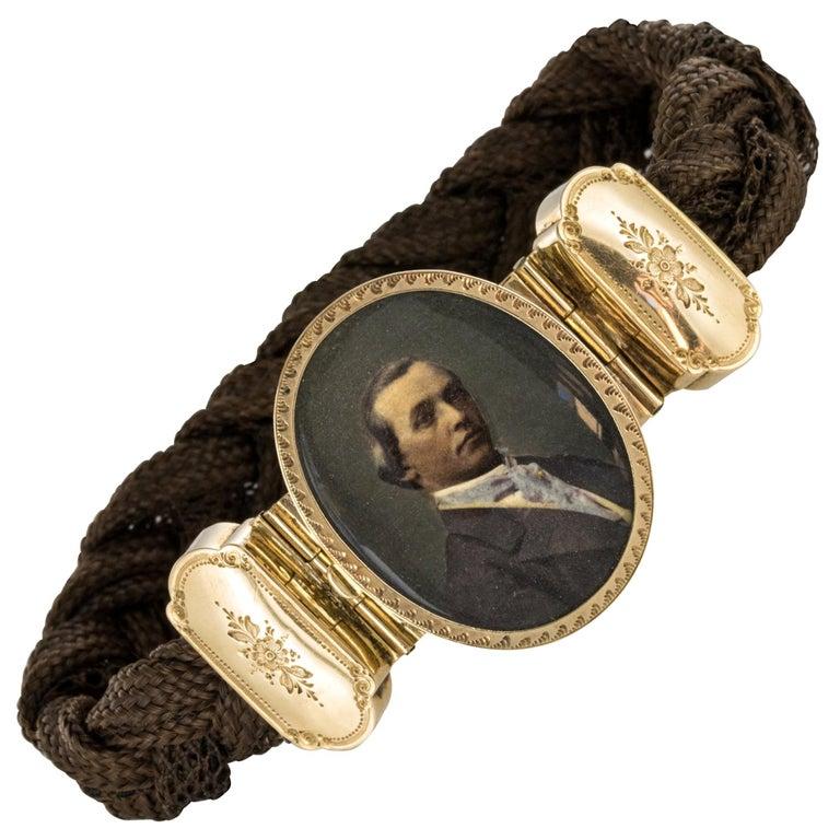 19th Century Elegant Photography 18 Karat Yellow Gold Hair Bracelet For Sale