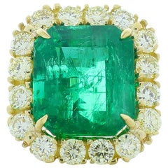 11.53 Carat Emerald Cut Emerald and Fancy Light Yellow Diamond Cocktail Ring