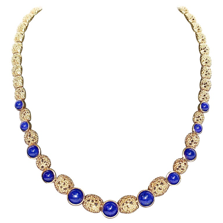 Solid 18 Karat Gold Necklace with Lapis Lazuli For Sale
