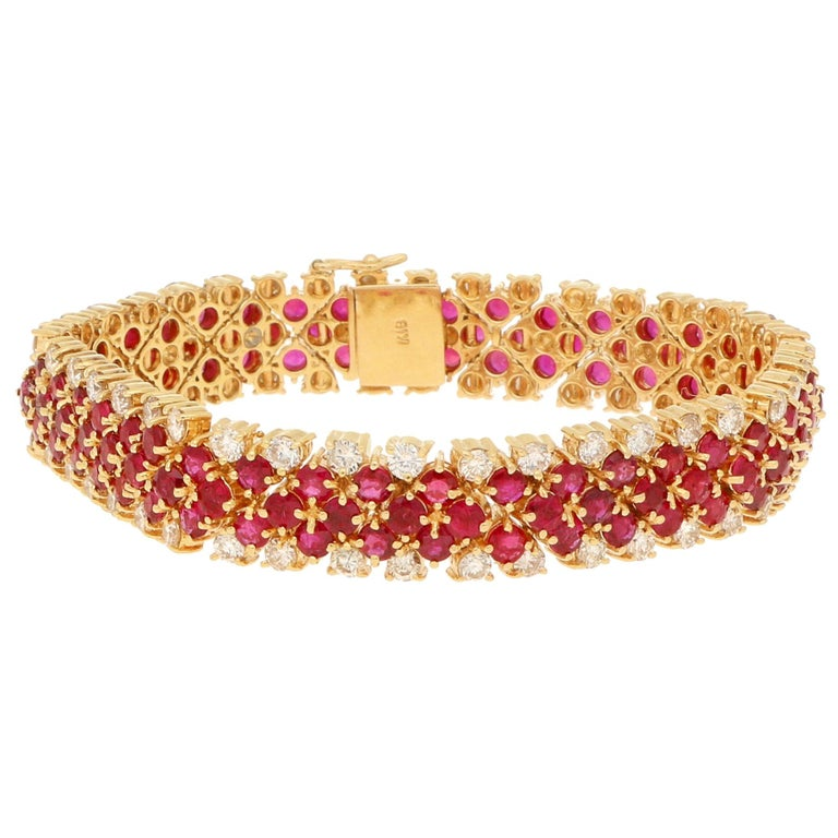 7.98 Carat Ruby and 3.8 Carat Diamond Articulated 18 Karat Yellow Gold Bracelet For Sale