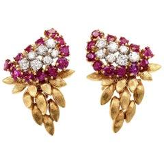 Art Deco 1940s 3.70 Carat VS Diamond Ruby 18 Karat Dangle Earrings